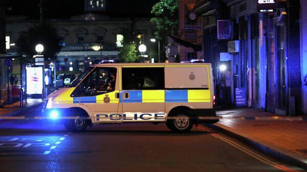 На месте нападения вооруженного ножом мужчины в Рединге, Великобритания