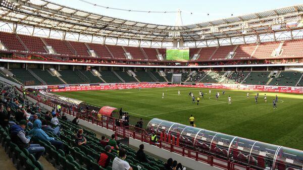 Игроки на поле в матче 23-го тура чемпионата России Локомотив— Оренбург