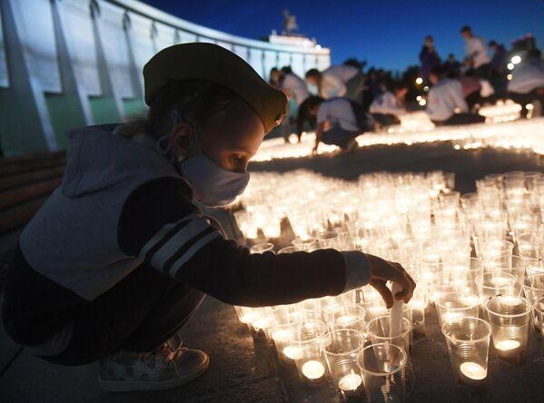Акция Свеча памяти на Поклонной горе в Москве