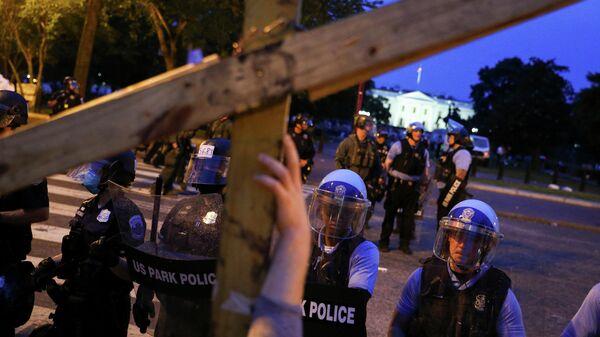 Беспорядки возле Белого дома на площади Лафайетт, Вашингтон