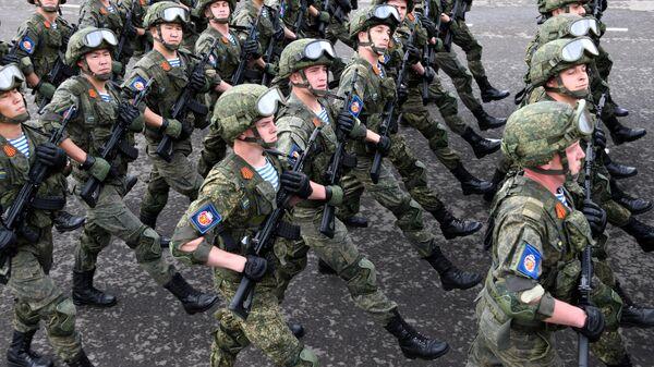 Военнослужащие парадных расчетов на военном параде в ознаменование 75-летия Победы в Великой Отечественной войне 1941-1945 годов