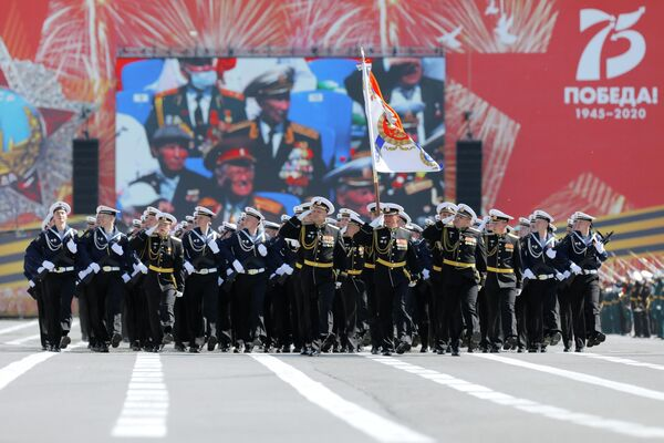 Военнослужащие парадных расчетов на военном параде в ознаменование 75-летия Победы в Великой Отечественной войне 1941-1945 годов в Санкт-Петербурге