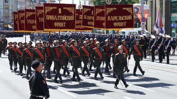 Военнослужащие парадных расчетов на военном параде в честь Дня Победы в Калининграде