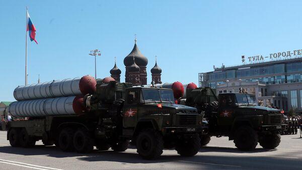 Военная техника во время военного парада в ознаменование 75-летия Победы в Великой Отечественной войне 1941-1945 годов на площади имени Ленина в Туле