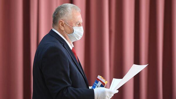 Лидер ЛДПР Владимир Жириновский во время голосования по вопросу принятия поправок в Конституцию РФ