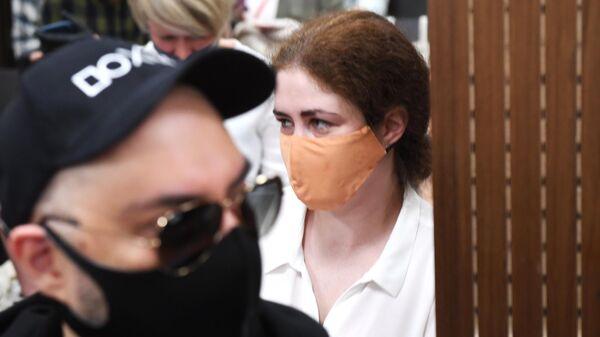 Софья Апфельбаум перед заседанием в Мещанском суде Москвы по делу Седьмой студии