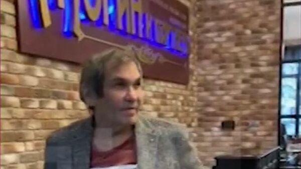 Видео со вставшим на колени Бари Алибасовым