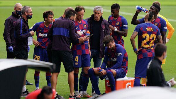 Футболисты и главный тренер Барселоны