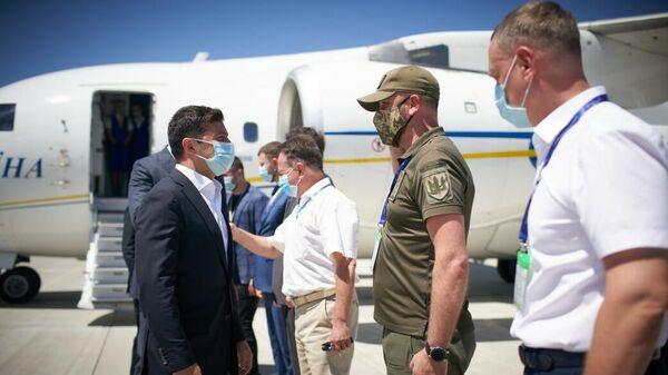 Президент Украины Владимир Зеленский в аэропорту Херсона. 26 июня 2020 года