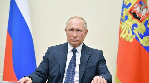 Президент РФ Владимир Путин во время обращения к гражданам