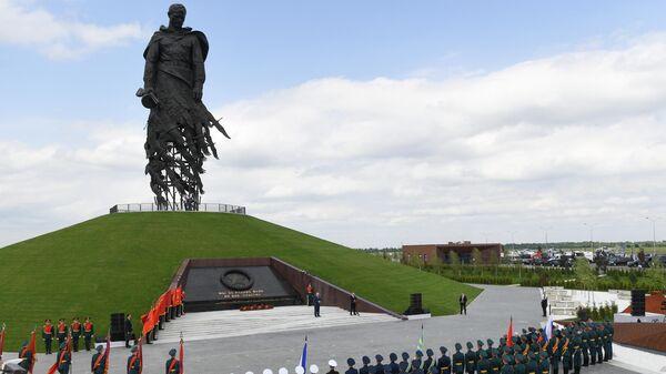 Президент РФ Владимир Путин выступает на церемонии открытия Ржевского мемориала Советскому солдату