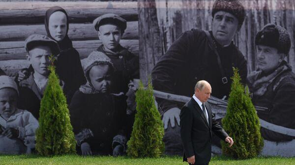 Президент РФ Владимир Путин на церемонии открытия Ржевского мемориала Советскому солдату