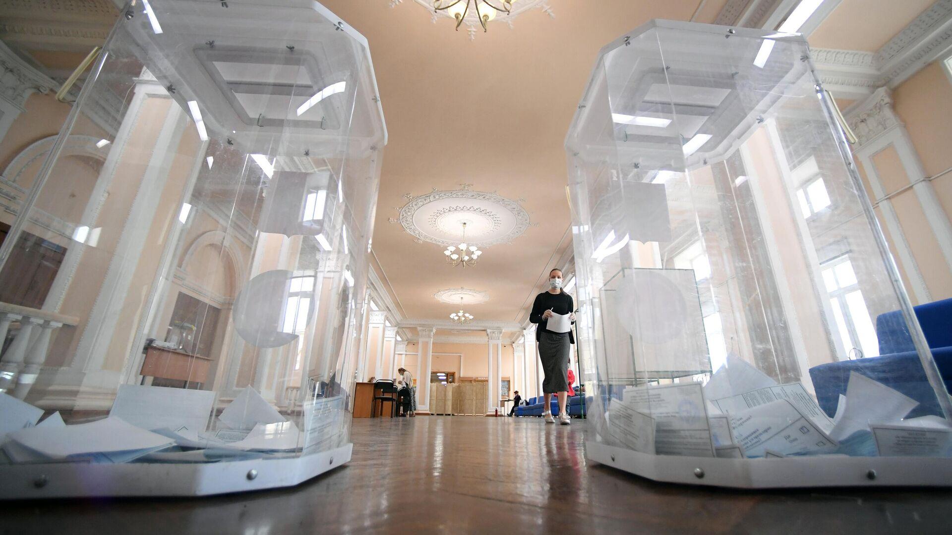 Голосование по внесению поправок в Конституцию РФ - РИА Новости, 1920, 01.10.2020