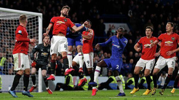 Игровой момент матча Манчестер Юнайтед - Челси