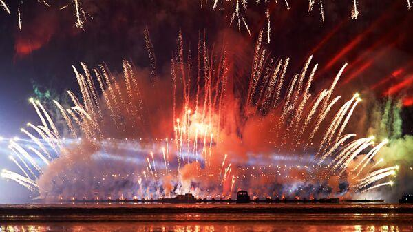 Фейерверк на празднике выпускников Алые паруса в Санкт-Петербурге