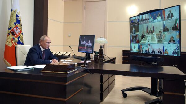 Президент РФ Владимир Путин проводит в режиме видеоконференции встречу с членами рабочей группы по подготовке предложений о внесении поправок в Конституцию РФ
