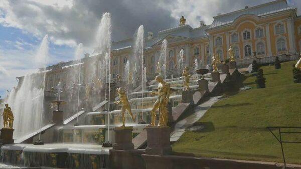 Фонтаны, парки и дворцы: Петергоф вновь открылся для посетителей