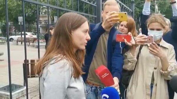 Светлана Прокопьева ответила на вопросы журналистов возле здания суда