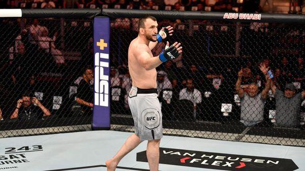 Обитаемый остров: российские бойцы на историческом турнире UFC