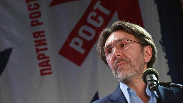 Сергей Шнуров, избранный сопредседателем Партии РОСТА, на съезде Всероссийской политической  Партии РОСТА в Москве