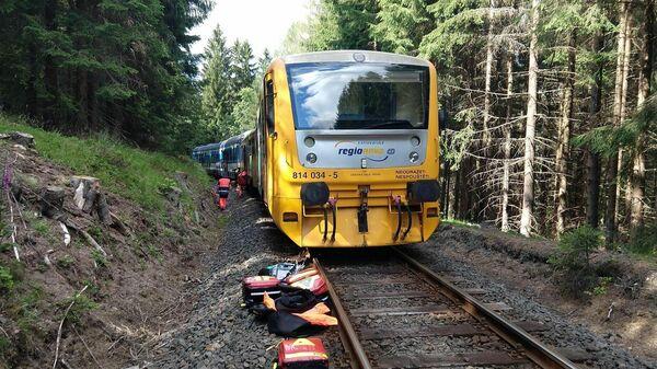 На месте столкновения двух пассажирских поездов в Чехии