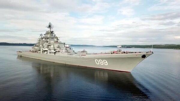 Тяжелый атомный ракетный крейсер ВМФ РФ, флагманский корабль Северного флота Петр Великий на учениях в Баренцевом море