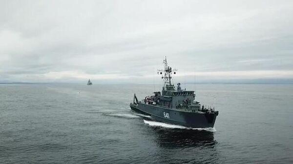 Малый корабль ВМФ РФ на учениях в Баренцевом море