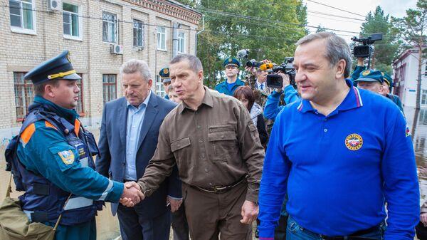 Заместитель главы правительства и полпред президента РФ в Дальневосточном федеральном округе Юрий Трутнев во время рабочей поездки в Хабаровск