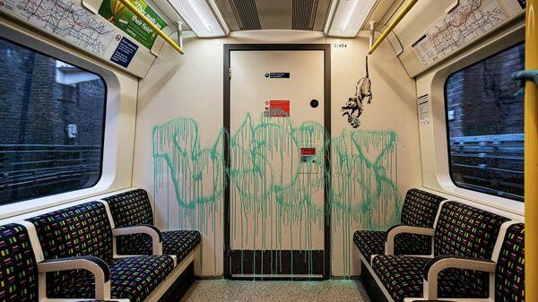 Новая работа Banksy в Лондонском метро