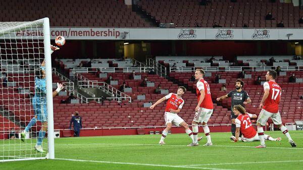 Игровой момент матча Арсенал - Ливерпуль