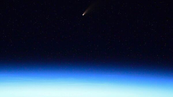 Комета C/2020 F3 (NEOWISE) над Землей