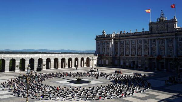 Траурная церемония в память о жертвах COVID-19 в Мадриде