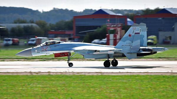 Российский многофункциональный истребитель Су-35С на Международном авиационно-космическом салоне МАКС-2019 в подмосковном Жуковском