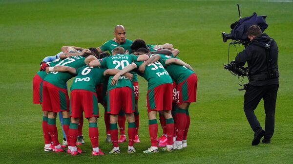 Игроки Локомотива перед началом матча 29-го тура чемпионата России по футболу