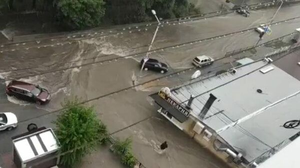 Ливни затопили Ростов-на-Дону. Съемка очевидцев