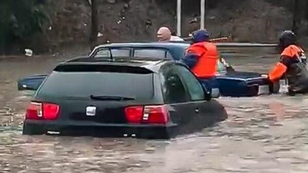 Подтопления в результате ливня в Ростове-на-Дону. Стоп-кадр видео