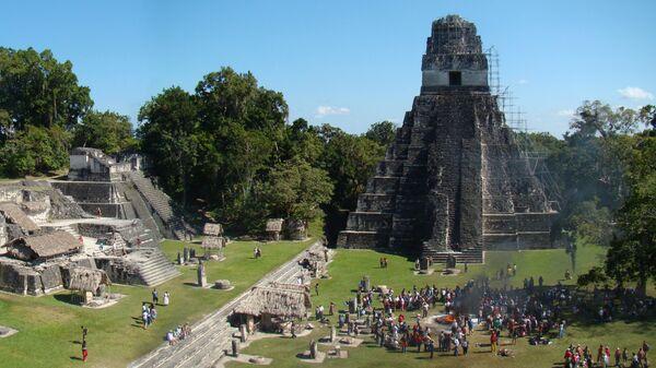 Главная площадь древнего Тикаля