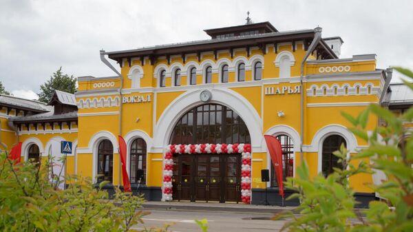 Здание железнодорожного вокзала в Шарье