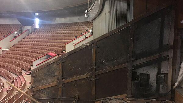 Железные пластины, которые могли служить генсеку ЦК КПСС Леониду Брежневу защитой в случае покушения, были найдены во время строительных работ в Большом Московском государственном цирке на проспекте Вернадского