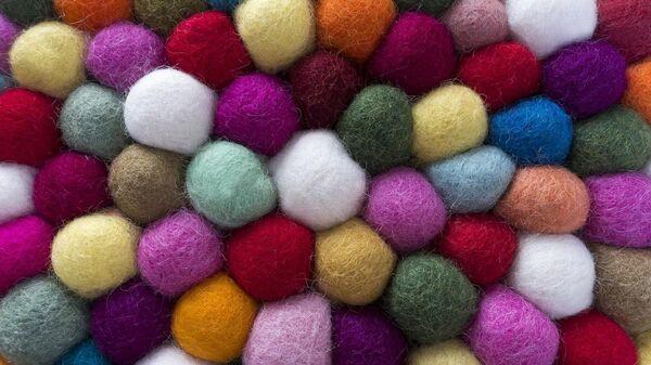 Шарики цветной шерсти
