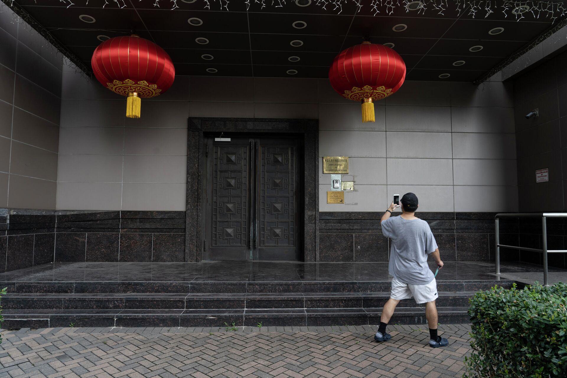 Закрытые двери консульства Китая в Хьюстоне - РИА Новости, 1920, 10.09.2020