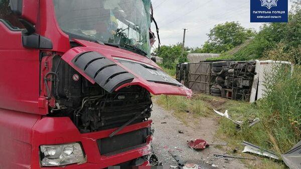 Последствия ДТП в Киевской области на трассе Киев-Чернигов