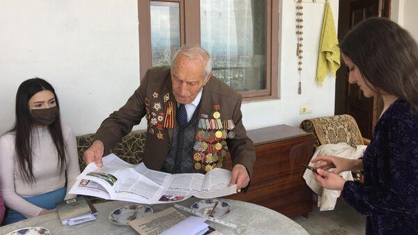 Нерсес Оганесович Симонян принимал участие в боях за Северный Кавказ, Новороссийск,  участвовал в Керченско-Эльтигенской  и Крымской операциях
