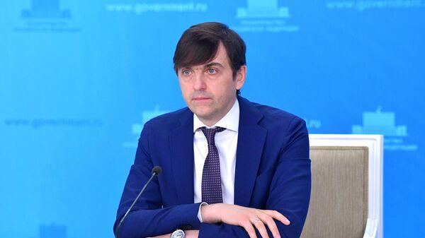 Министр просвещения РФ Сергей Кравцов во время брифинга в Доме правительства РФ