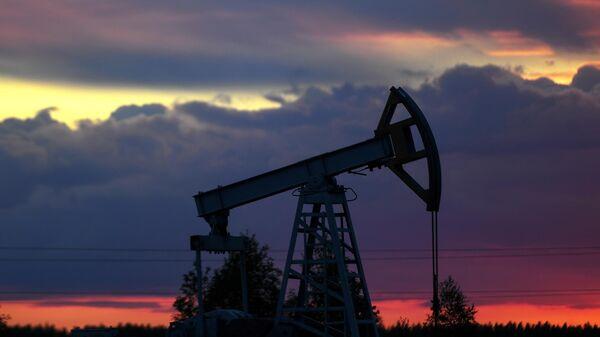 Цены на нефть выросли на фоне ослабления доллара