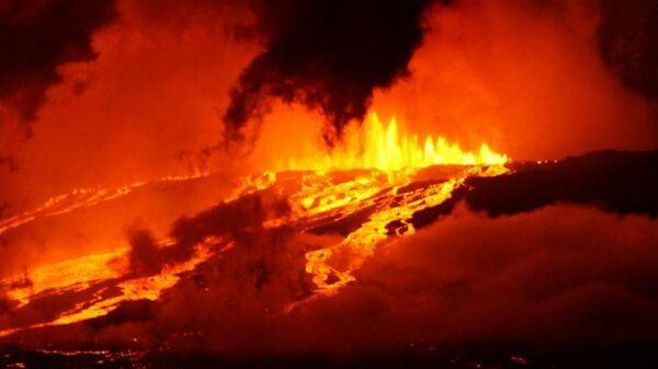 Извержение вулкана Вульф на Галапагосских островах в 2015 году