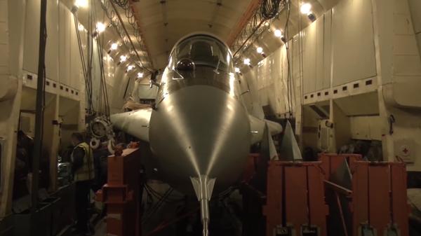 МиГ-29 сняли на видео внутри Ан-22