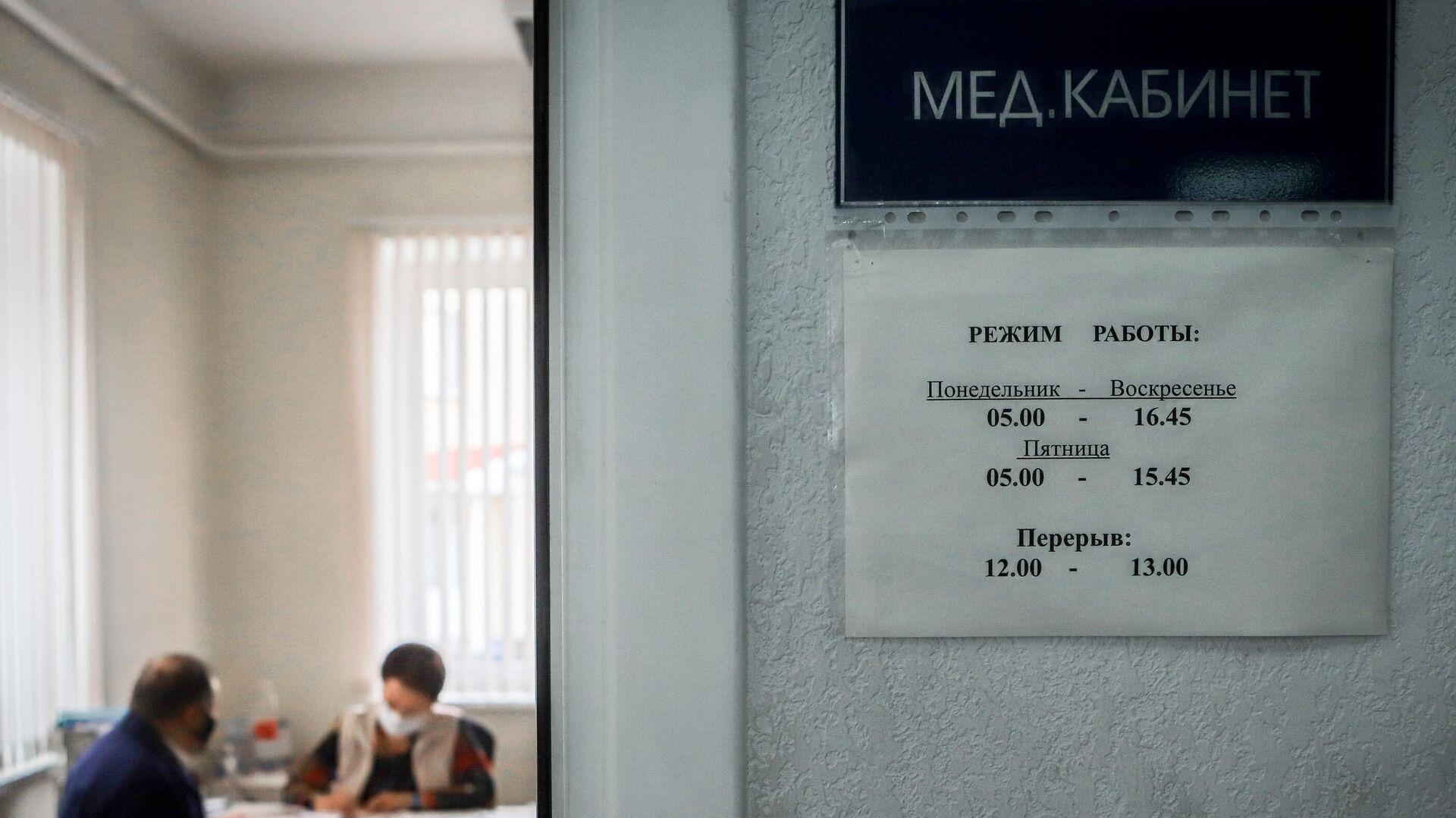 Водитель проходит медицинскую проверку - РИА Новости, 1920, 31.07.2021