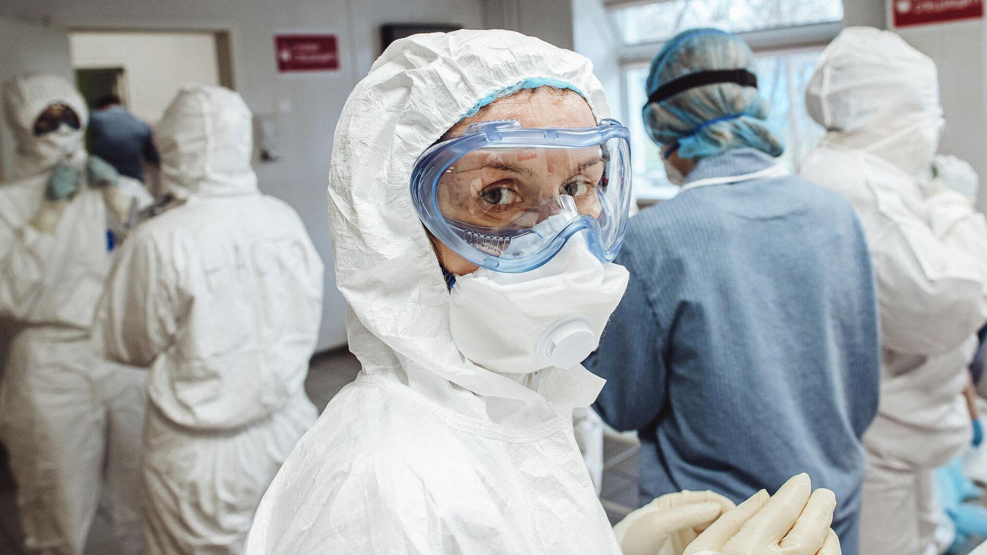 Фотографии в проекте RT Эпидемия с Антоном Красовским, посвященные борьбе медиков с коронавирусной инфекцией в России - РИА Новости, 1920, 13.01.2021