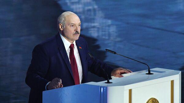 Президент Белоруссии Александр Лукашенко выступает с посланием белорусскому народу и Национальному Собранию